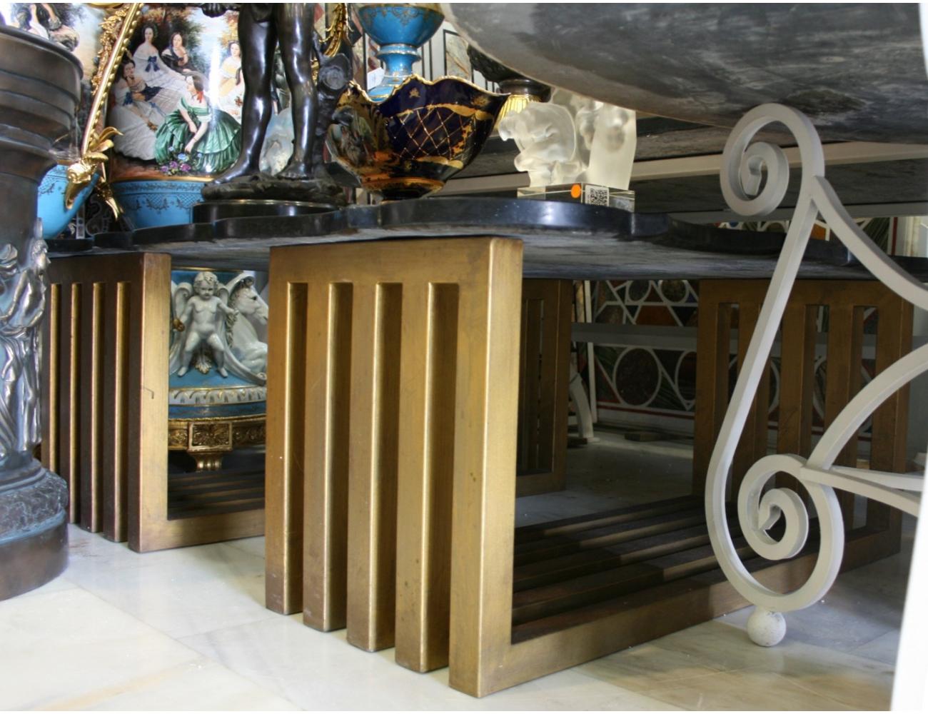 Pareja de pies de mesa realizados en hierro color dorado for Arte mueble estepona