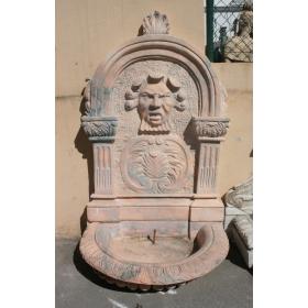 Fuente de pared con mascarón realizada en mármol