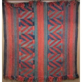 Alfombra de lana con decoración geométrica