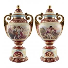 Pareja de jarrones en porcelana con escenas de motivos costumbristas