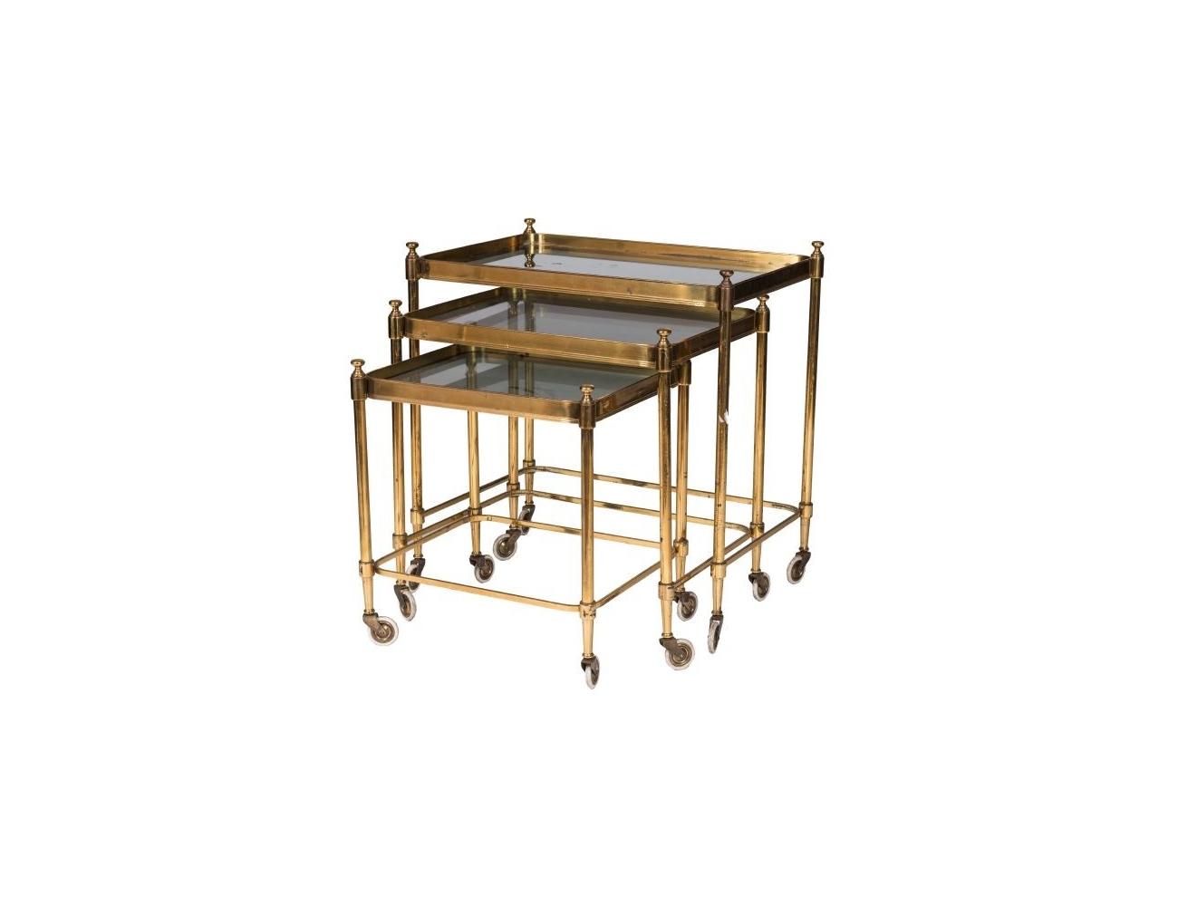 Juego de tres mesas nido de lat n dorado y tapa de cristal - Mesitas auxiliares de cristal ...
