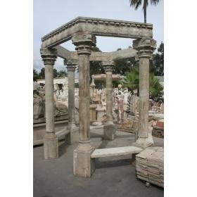 Cenador de piedra compuesto por seis columnas