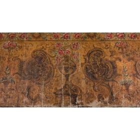 Tres paneles decorativos con decoración de rosas y rocallas, óleos sobre lienzo, s.xviii.