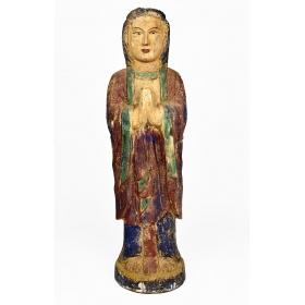 Escultura de virgen realizada en madera