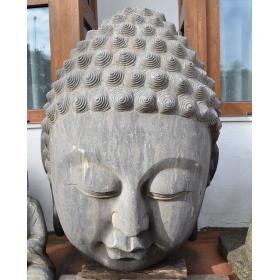 Escultura de piedra oriental con cabeza de buda