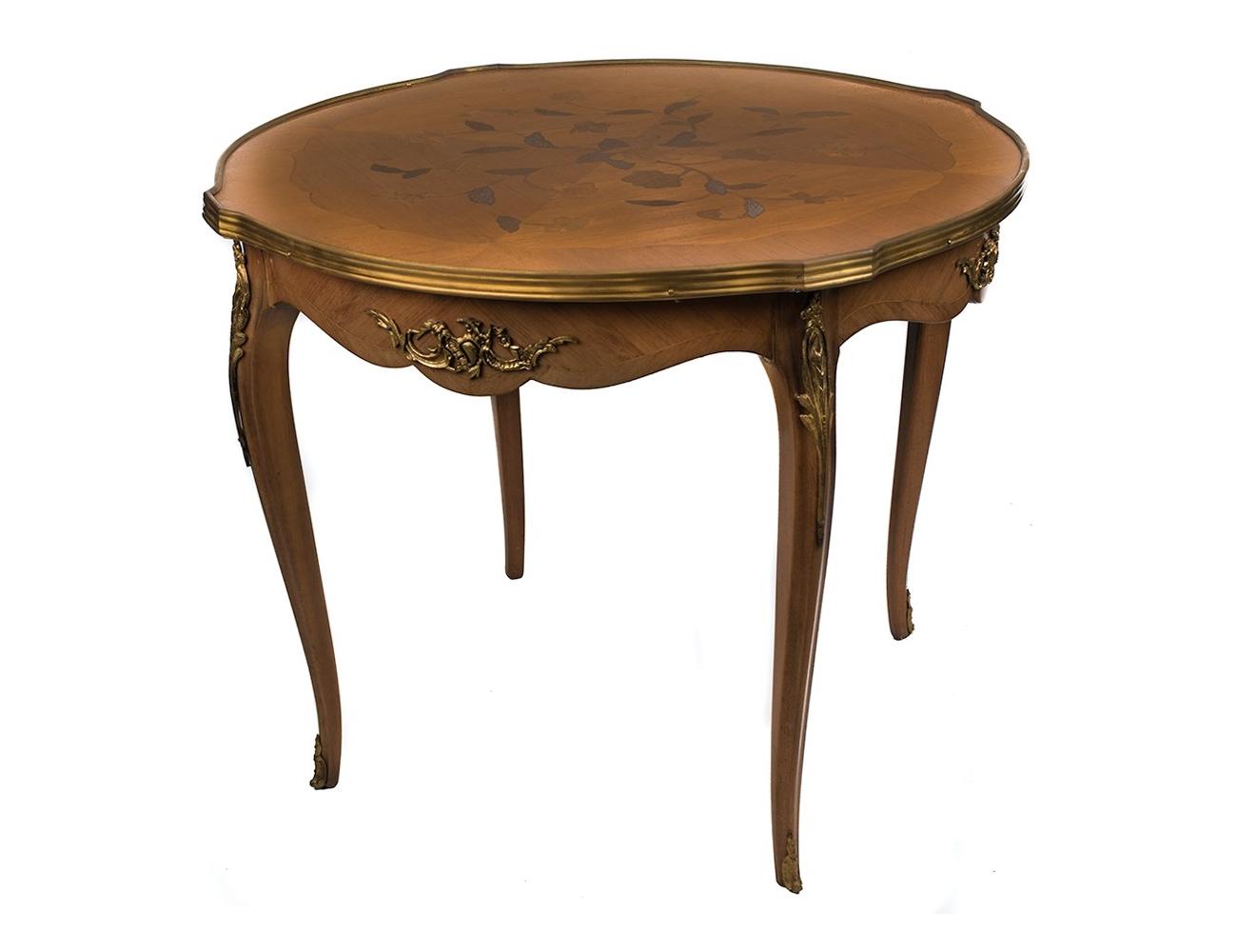 Mesa estilo frances con detalles de bronce for Mesas puestas con estilo