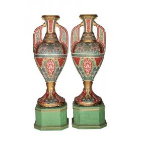 """Pareja de """"vasos de la Alhambra"""" de escayola policromada y dorada con decoraciones de atauriques"""