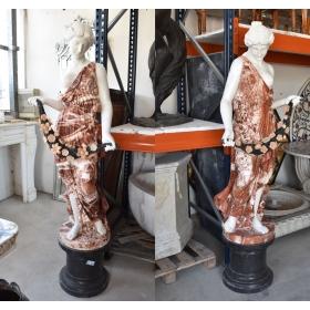 Pareja de escultura de varios tipos de mármol sobre peana