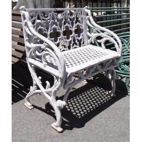 Banco de jardín realizado en hierro color blanco