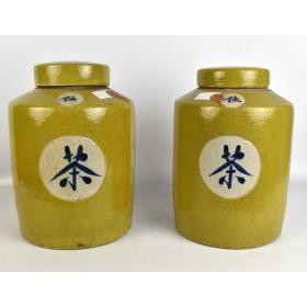 Pareja de urnas orientales en color amarillo