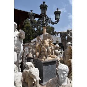 Farola con figuras de niños realizada en mármol y hierro de fundición con peana