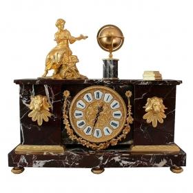 Reloj realizado en mármol y bronce