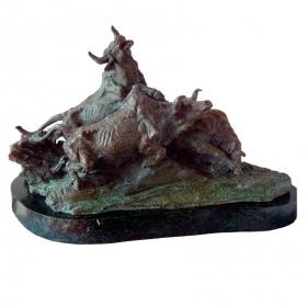 Toros salvajes de bronce con peana de mármol
