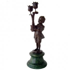 Niño con planta de bronce con peana de marmol