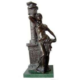 Mujer clásica de bronce con peana de mármol