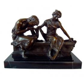 Amantes sentados de bronce con peana de mármol