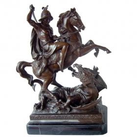Caballero clásico luchando contra dragon de bronce con peana de mármol
