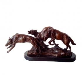 Lobos cazando de bronce con peana de marmol