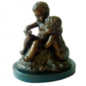 Niños jugando de bronce con peana de marmol