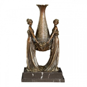 Dos mujeres con copa de bronce con peana de mármol