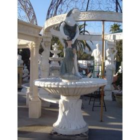 Fuente de un plato con mujer (desnudo) y vasija de marmol