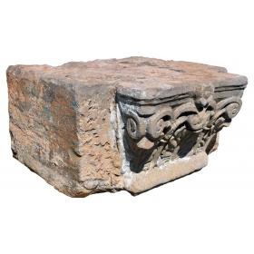 Capitel antiguo de piedra
