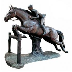 Escultura de jinete realizando salto realizado en bronce