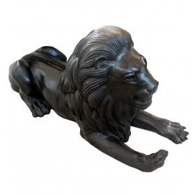 Leon tumbado en bronce