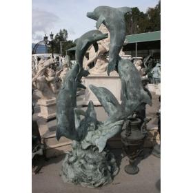 Fuente siete delfines de bronce