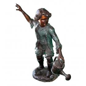 Niño con regadera de bronce