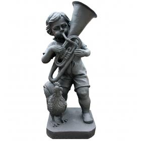 Niño musico tocando la trompeta realizado en hierro