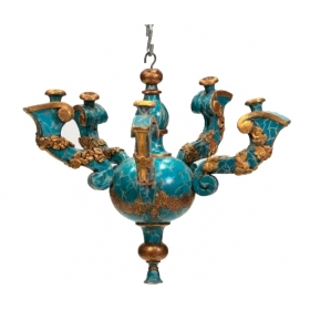 Lámpara italiana de techo de madera policromada simulando mármol y dorada con cinco brazos de luz.