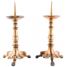 Pareja de pequeños hacheros en bronce dorado con patas de garras del S. XX.