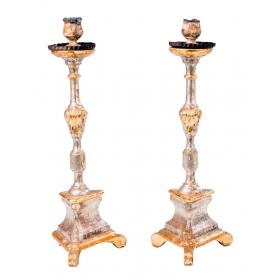 Pareja de candeleros en madera tallada y policromada en plata del s. xvii.