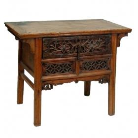 Mueble bajo chino de cajones tallados