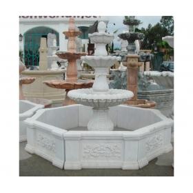 Fuente de tres platos y cerco ornamental de mármol blanco de carrara