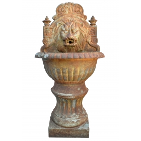 Fuente de pared con cabez de leon de hierro de fundicion