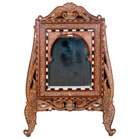 Espejo granadino de madera y decoración de taracea