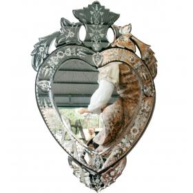 Espejo veneciano con forma de corazon