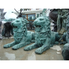Pareja de leones tumbados de bronce