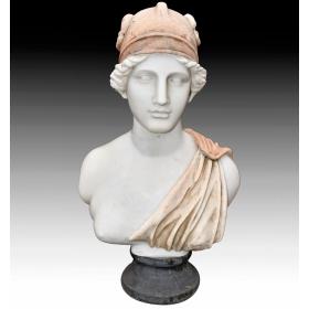 Busto de mujer romana realizado en varios tipos de mármol