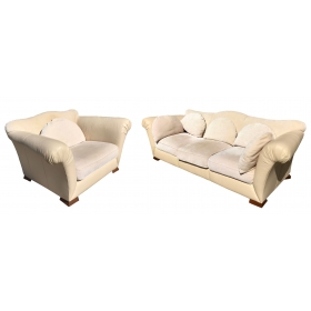 Conjunto de sofá y sillón realizados en cuero y tela