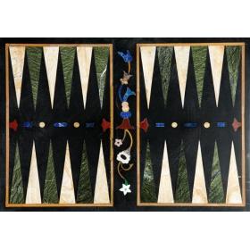 Tablero de backgamon elaborado en mosaico de piedras duras semipreciosas y mármoles
