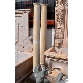 Pareja de columnas realizadas en mármol