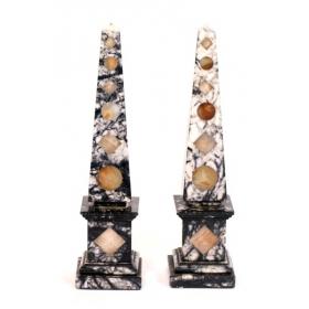 Pareja de obeliscos de mármol veteado con incrustaciones de ágata