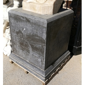 Peana de mármol negro