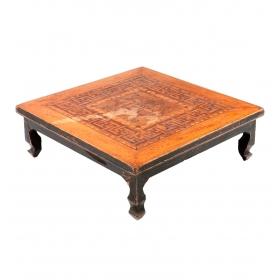 Mesa baja china con tapa de marquetería con decoración geométrica