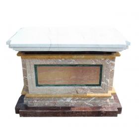 Base realizada en varios tipos de mármol