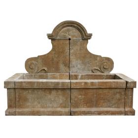 Fuente de pared de piedra envejecida estilo antiguo