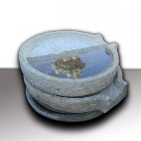 Selección de recipientes de granito antiguos